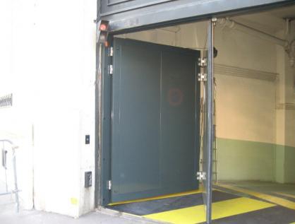Porte accordéon grise pour entrée de parking  (75) Paris